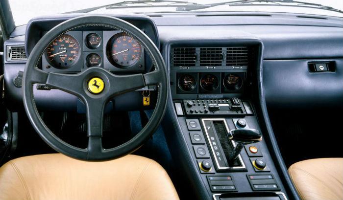 Interior Ferrari cambio automático