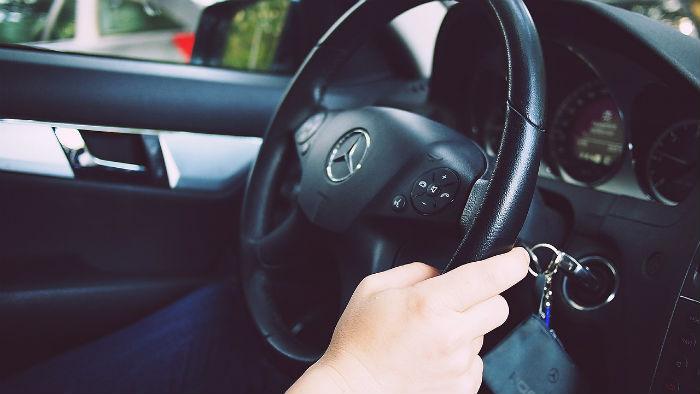 Coche nuevo conducir