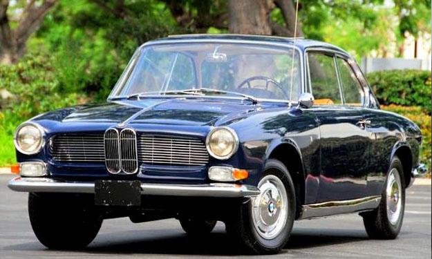 BMW 3200 CS de color azul marino