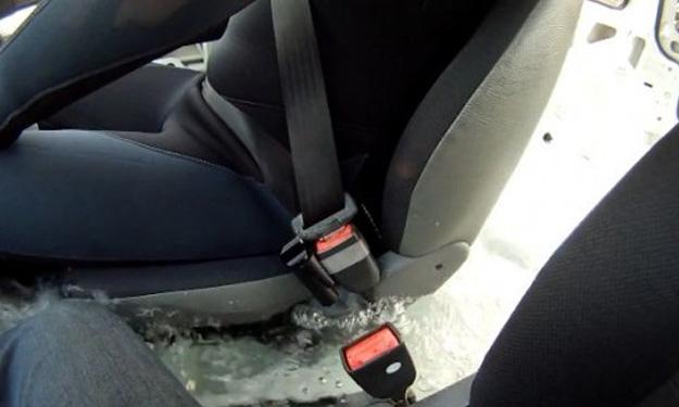 Escape Belt, el cinturón de seguridad que se suelta con el agua