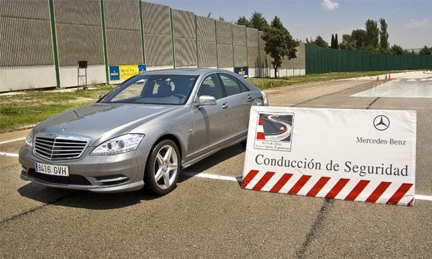 Mercedes-Benz-Cursos-conduccion