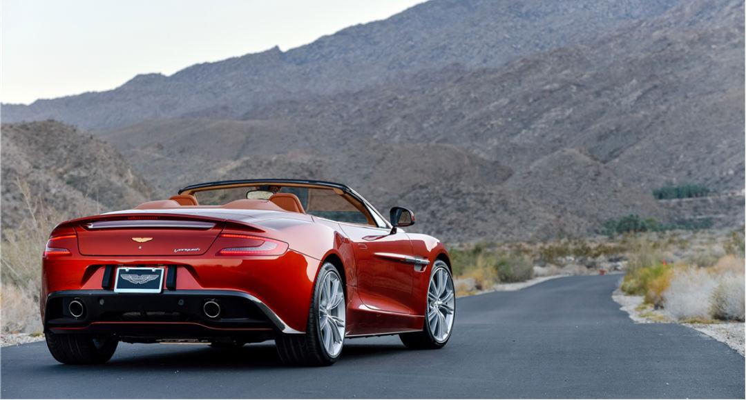 Aston Martin Vanquish Volante rojo