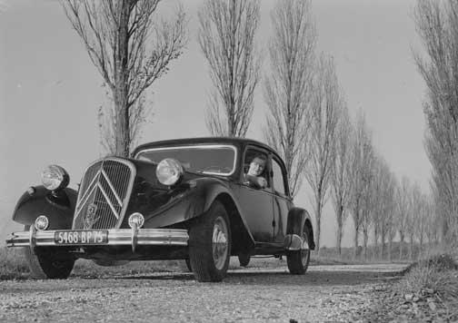 Citroën Traction Avant en carretera.
