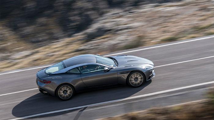 Aston Martin en carretera