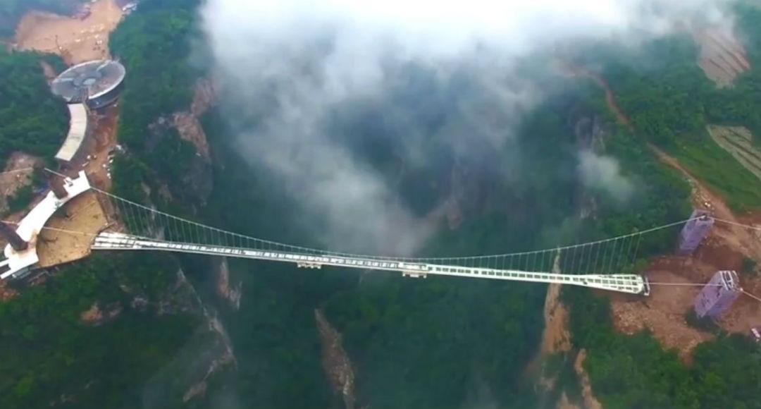 Puente de cristal parque natural de Zhangjiajie (China)