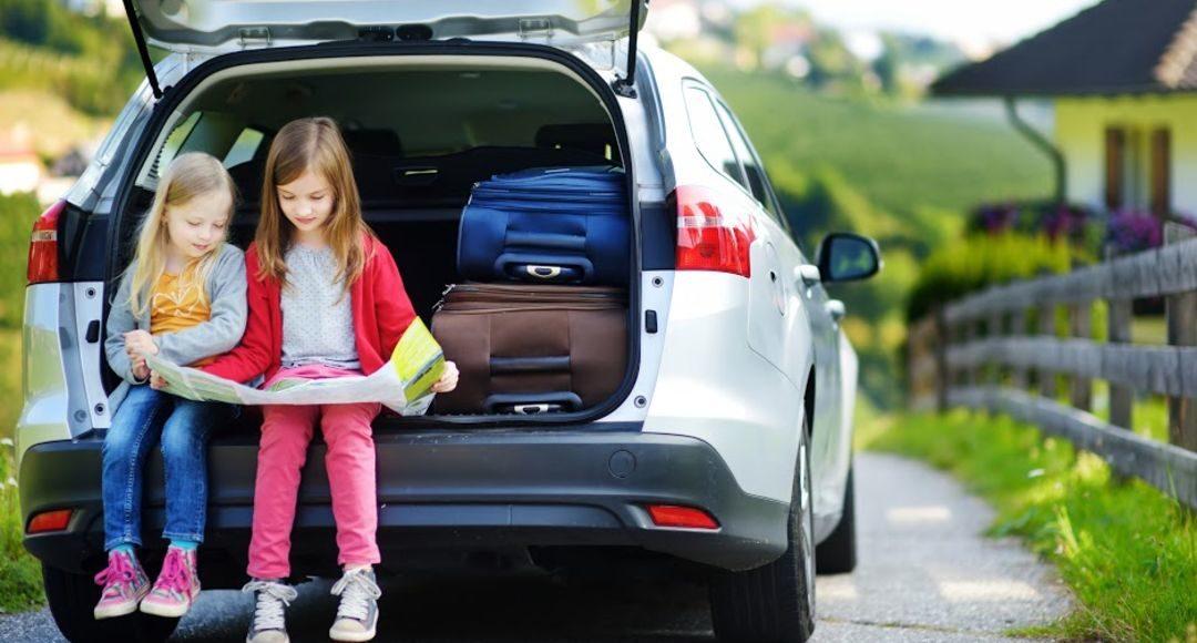 Sigue estos consejos para viajar en coche con niños este verano