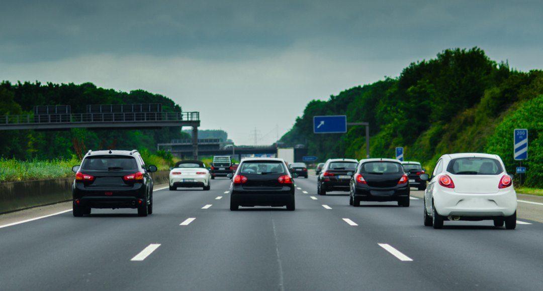Evita accidentes: ¿cuándo circular por el carril central?