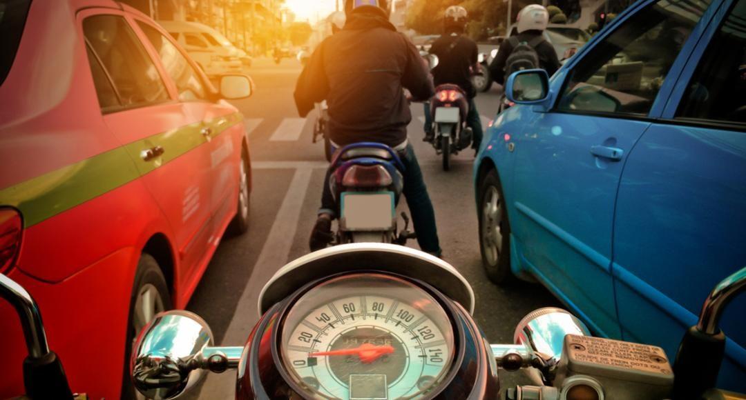 10 infracciones muy graves que no debes cometer si vas en moto