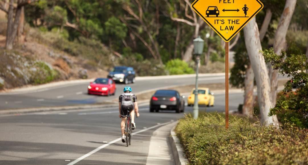¿Cómo adelantar a un ciclista? Esta es la forma correcta