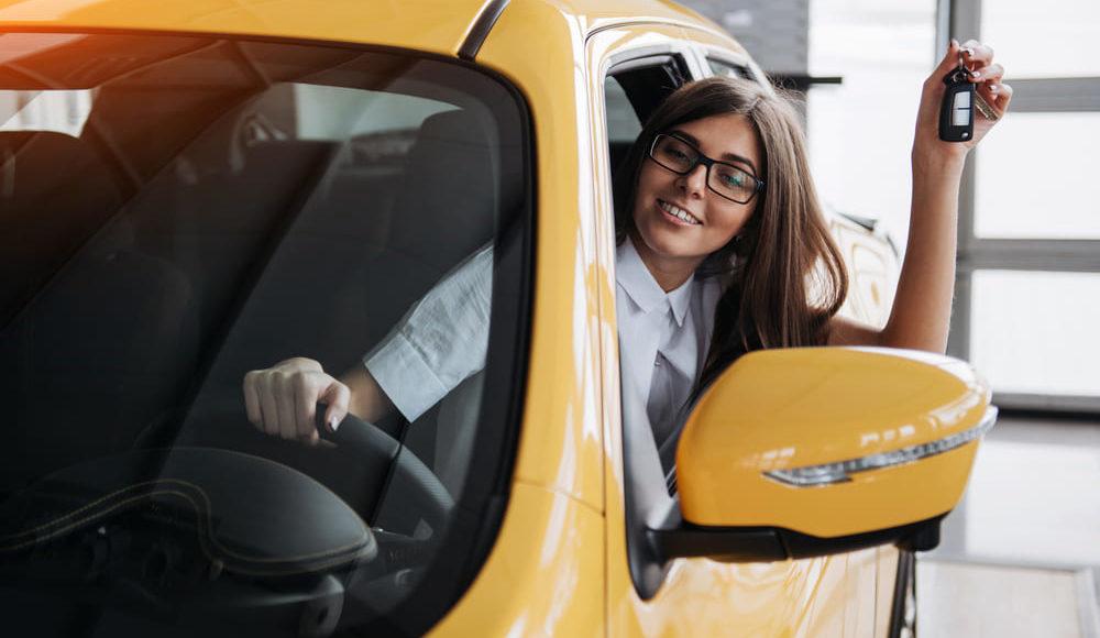 Principales normas para conductores nóveles y otros tips para contratar el seguros para conductores noveles