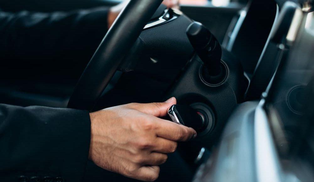 Qué hacer cuando el coche no arranca y otros consejos de mantenimiento con el que resolver tus dudas.
